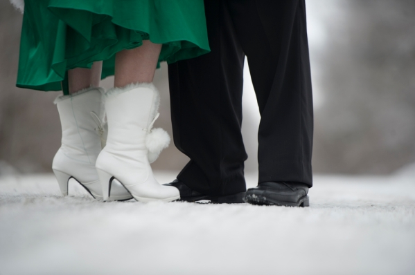 Pictures of an outdoor winter wedding